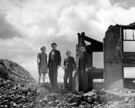 Joan Dowling, Harry Fowler, Douglas Barr