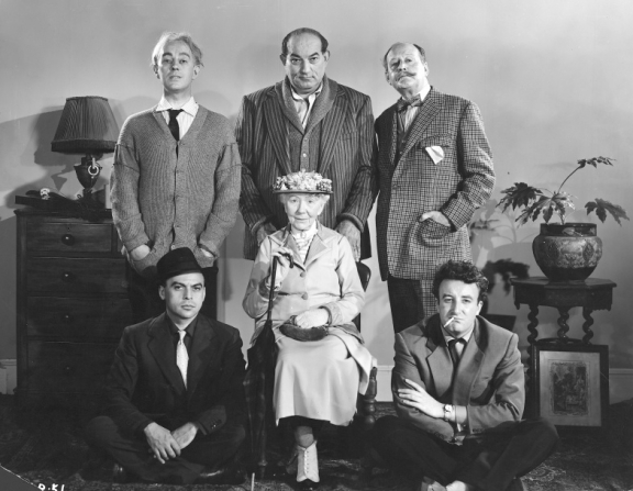 Alec Guinness, Danny Green, Cecil Parker, Herbert Lom, Katie Johnson, Peter Sellers