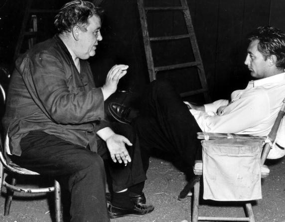 Charles Laughton, Robert Mitchum