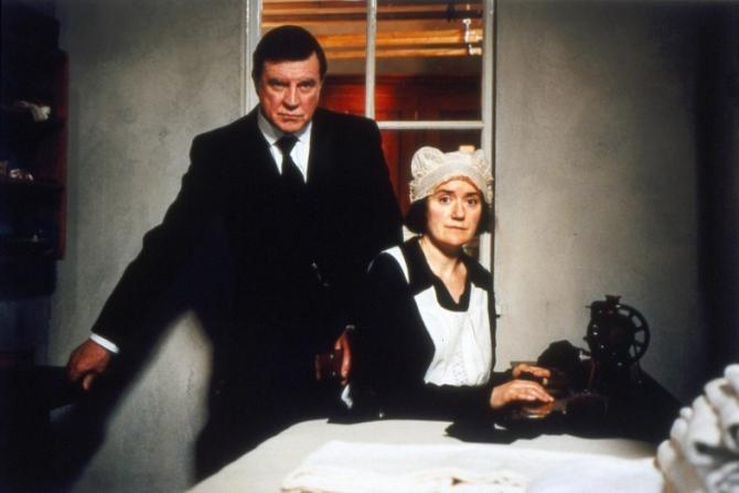 Alan Bates, Sophie Thompson