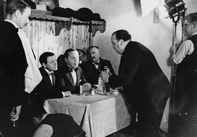Alfred Hitchcock, Naunton Wayne, Basil Radford
