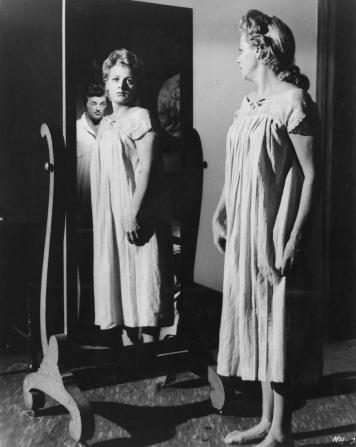 Robert Mitchum, Shelley Winters