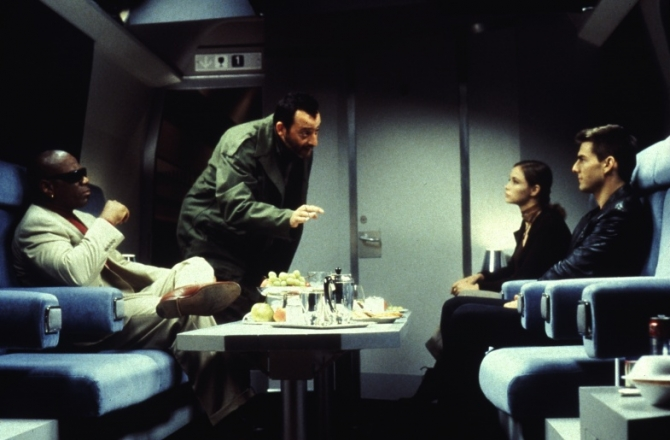 Jean Reno, Tom Cruise