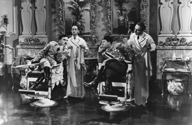Charles Chaplin, Leo White, Jack Oakie