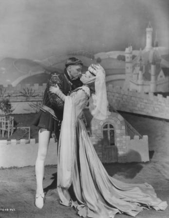 Laurence Olivier, Renée Asherson