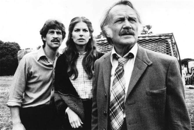 Simon Maccorkindale, Barbara Kellermann, John Mills