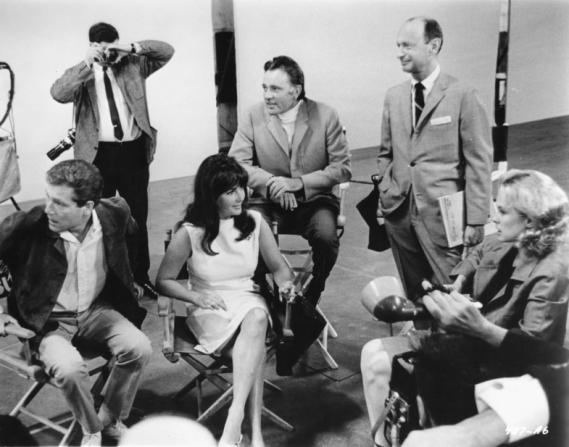 George Segal, Richard Burton, Elizabeth Taylor, Sandy Dennis, Ernest Lehman