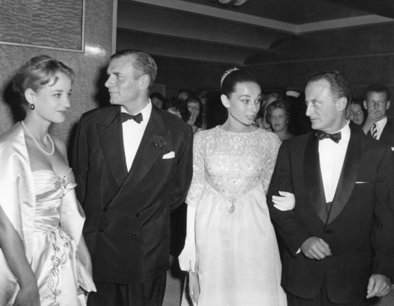 Sylvia Syms, Laurence Olivier, Audrey Hepburn, Fred Zinnemann