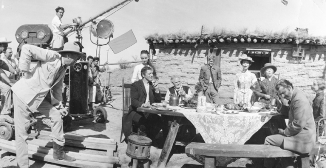 John Huston, Burt Lancaster, Audrey Hepburn, Charles Bickford, Doug McClure, Kipp Hamilton, June Walker, Lillian Gish