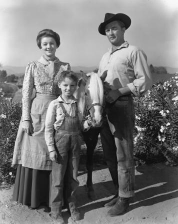 Myrna Loy, Peter Miles, Robert Mitchum