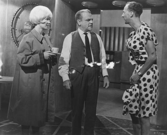Liselotte Pulver, James Cagney, Hanns Lothar