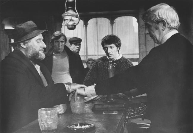 Dustin Hoffman, Peter Vaughan, Robert Keegan, Del Henney