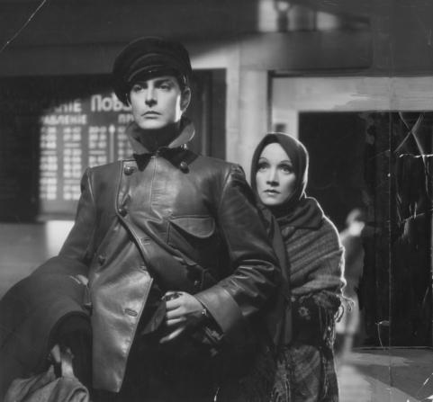 Robert Donat, Marlene Dietrich