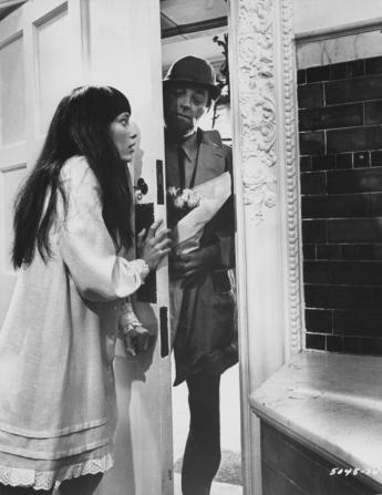 Mia Farrow, Robert Mitchum