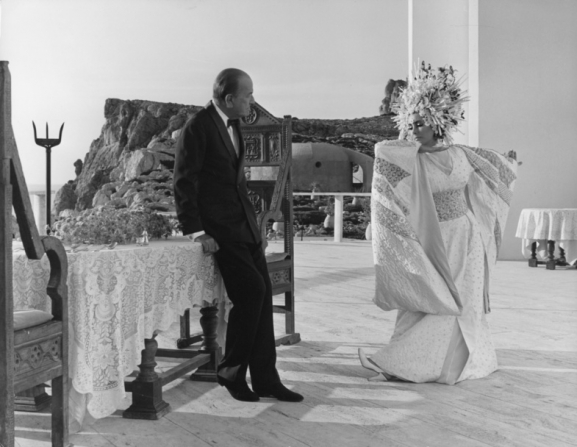 Noël Coward, Elizabeth Taylor