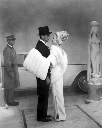 Robert Mitchum, Shirley MacLaine