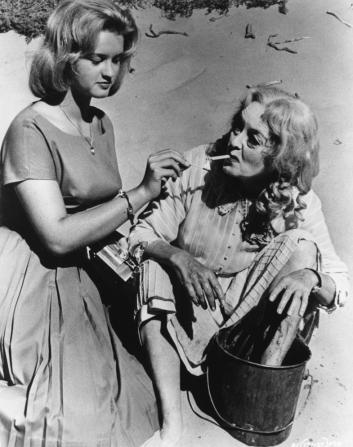 Bette Davis, Anna Lee
