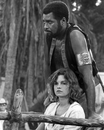 James Earl Jones, Geneviève Bujold