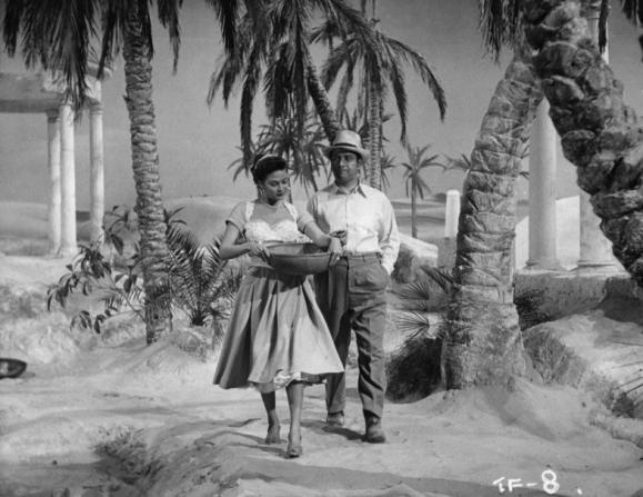 Yvonne De Carlo, Peter Ustinov