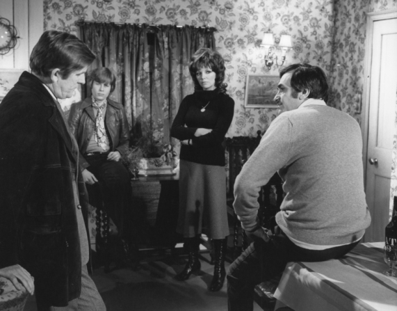 Ray Barrett, Tom Marshall, Joan Collins, James Booth