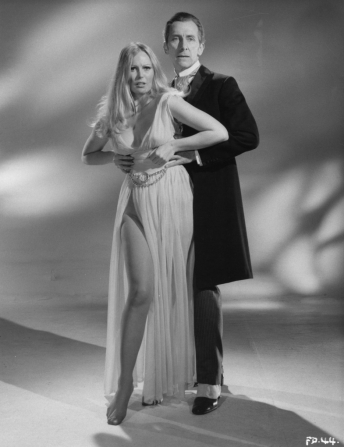 Peter Cushing, Veronica Carlson