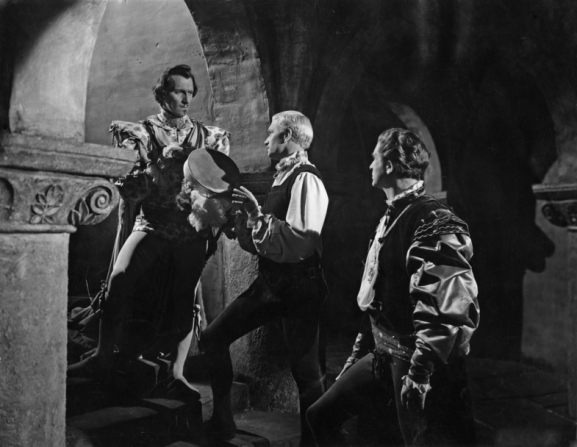 Laurence Olivier, Peter Cushing, Norman Wooland