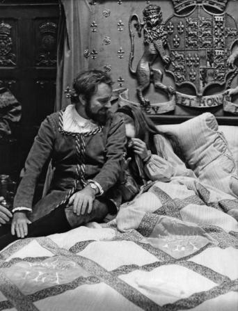 Richard Burton, Geneviève Bujold