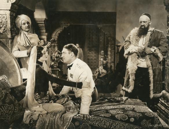 Myrna Loy, Victor McLaglen, Roy D'arcy, Walter Long