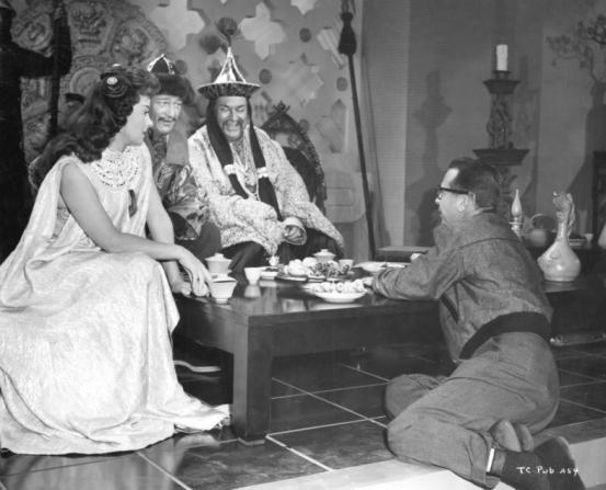 Dick Powell, Thomas Gomez, John Wayne, Susan Hayward