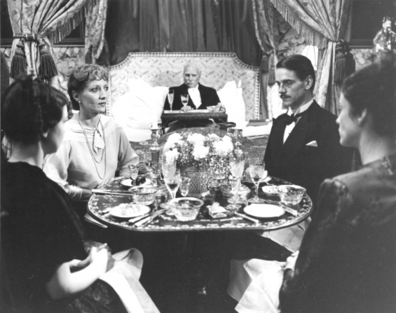 Laurence Olivier, Jeremy Irons, Diana Quick, Stéphane Audran, Phoebe Nicholls