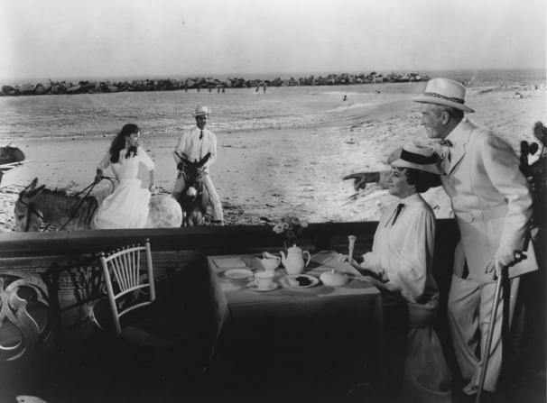 Leslie Caron, Louis Jourdan, Hermione Gingold, Maurice Chevalier