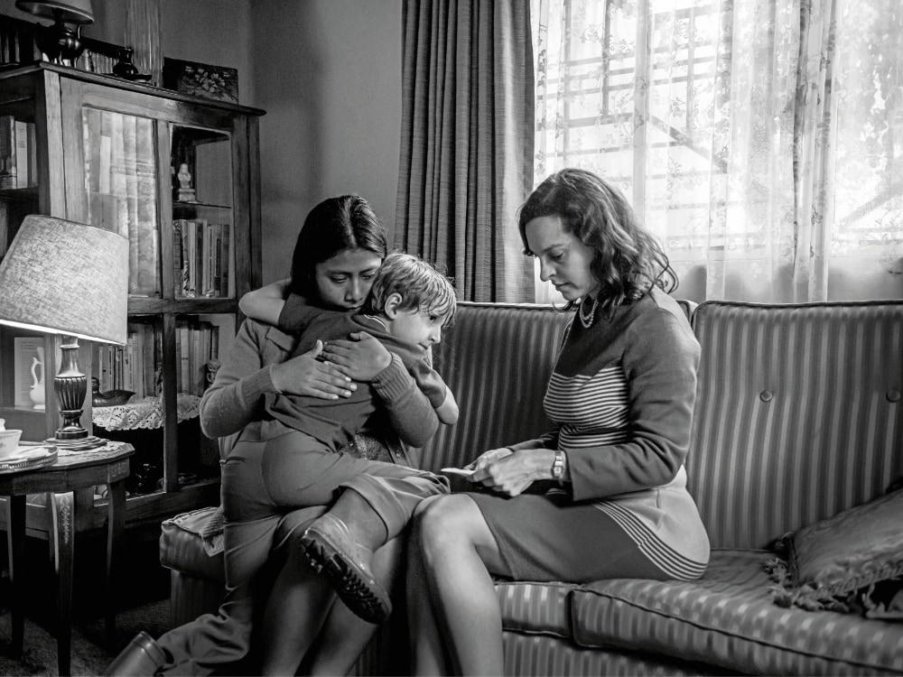Roma Review Alfonso Cu 225 Ron Reframes His Boyhood Through The Eyes Of His Family S Maid Sight
