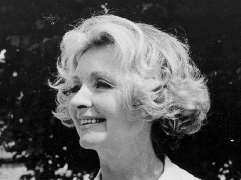 Remembering Julie Harris, costume designer for Bond and Hitchcock - image