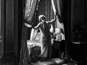 Cinema, art of light and shadow: a review of The Aesthetics of Shadow: Lighting Styles 1915-1950
