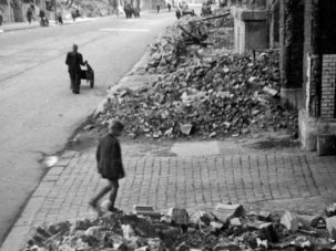 Cinema in the rubble: movies made in the ruins of postwar Germany - image