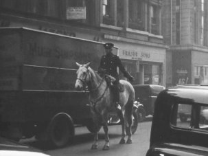 20 striking snapshots of bustling Glasgow life 80 years ago - image