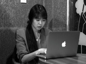 Grass review: Hong Sangsoo explores the art of (writing about) conversation - image