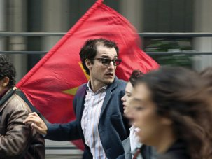 Redoubtable review: irreverent riff on Godard in '68 - image