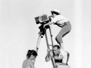 Women with a movie camera - image