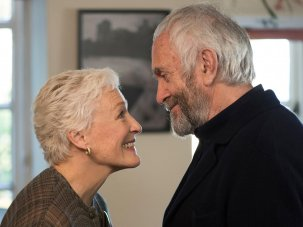Film of the week: The Wife – Glenn Close glowers in the shadow of her prize lesser half
