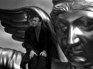 Five visual themes in Wings of Desire – Wim Wenders' immortal film about watching - image