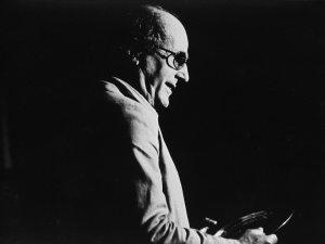 The great Portuguese filmmaker Manoel de Oliveira has died, aged 106 - image