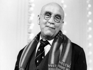 Warren Mitchell, 1926-2015 - image