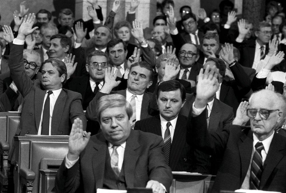 Former Hungarian president Miklós Németh saying <em>nincs</em> in Anders Østergaard's fall-of-the-Wall recap 1989