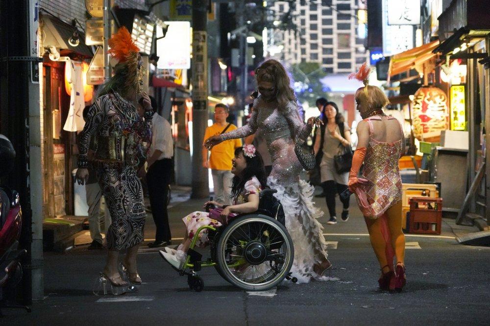 Mei Kayama (in wheelchair) as Yuma Takada with Ciccone, Sugar・Lu and Bouillabaisse in 37 Seconds
