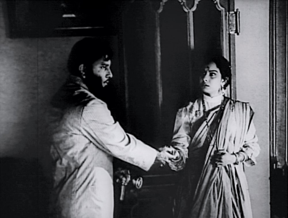 The final scene of Charulata (1964)