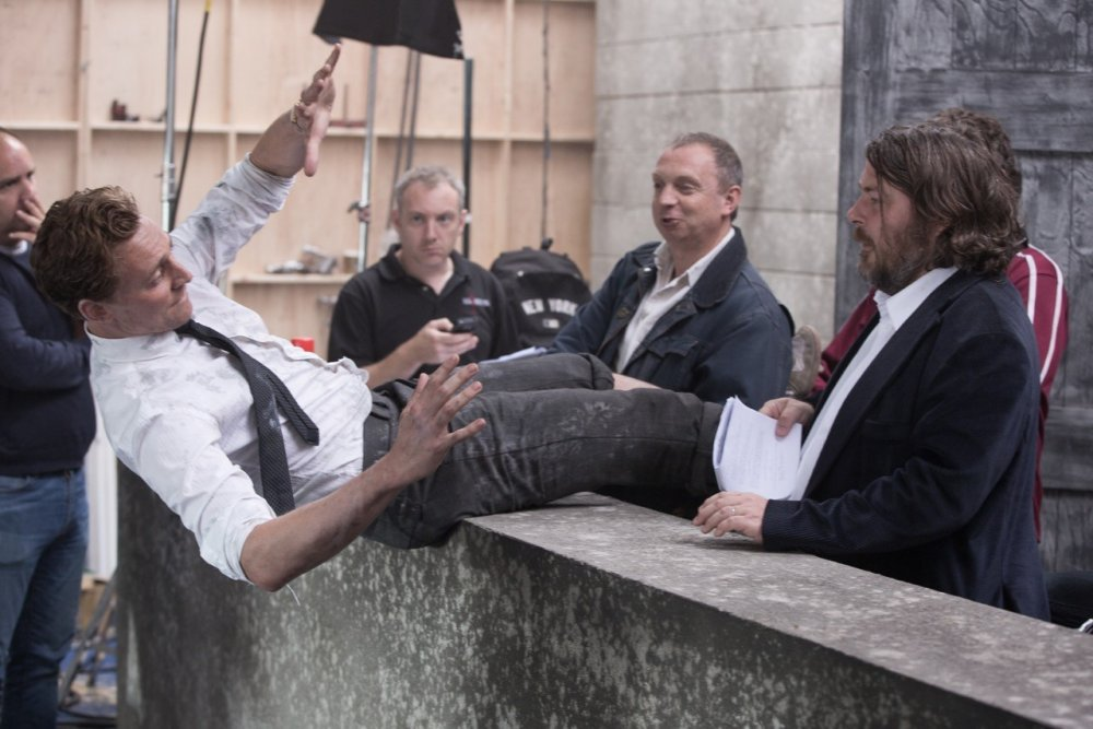 Tom Hiddleston and Ben Wheatley on set