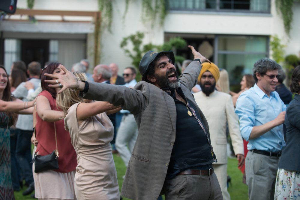 À bras ouverts (With Open Arms): Philippe de Chauveron's election-year comedy ridicules equally the manners of Roma migrants and liberal ideals of integration