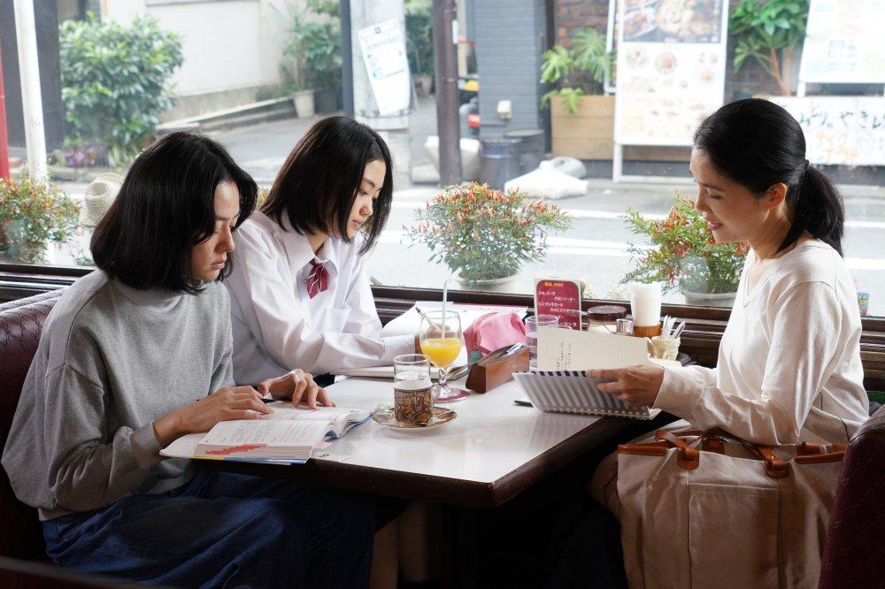 Ichikawa Mikako as Motoko, Ogawa Miyu as Saki and Tsutsui as Ichiko