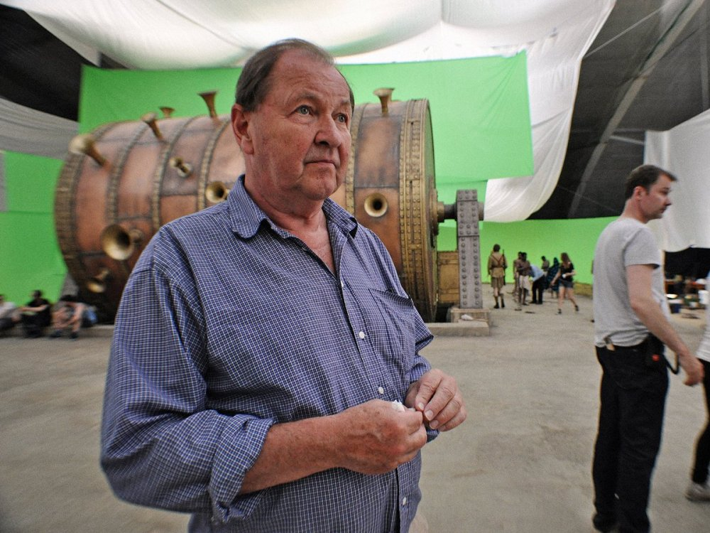Roy Andersson on the set of About Endlessness (2019)